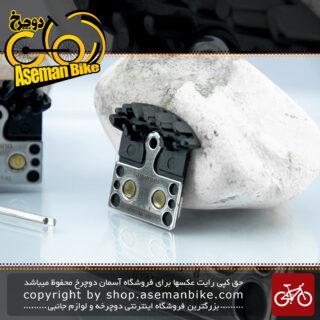 لنت ترمز دوچرخه دیسک هیدرولیک/دیسک مکانیک شیمانو مدل جی 04 سی سیستم خنک سازی سازگاری کامل با ترمز های شیمانو سری دئور-اکس تی-اس ال ایکس-آلفاین Shimano Bicycle Disc Brake Pads J04C METAL